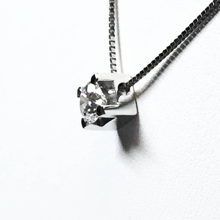 Collana in oro bianco con punto luce 0.27 ct – colore E