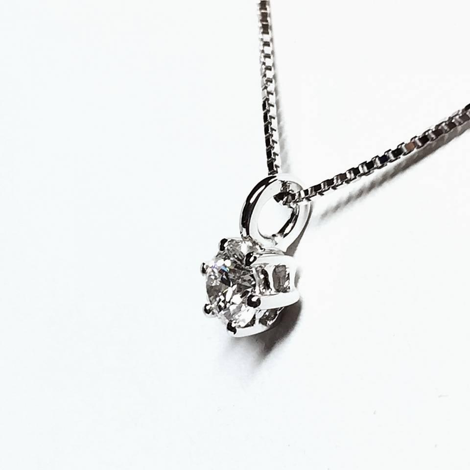 Collana in oro bianco con punto luce 0.31 ct – colore D