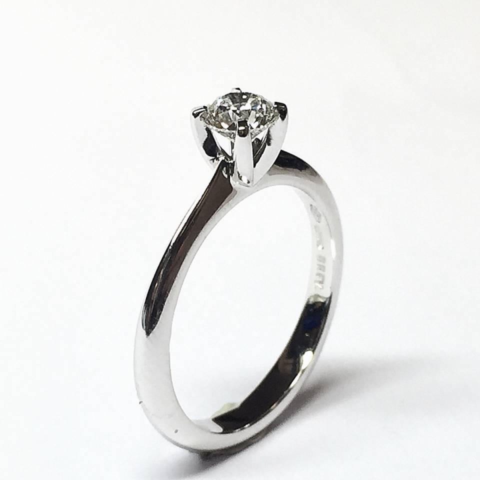 Solitario in oro bianco e diamanti 0.46 ct – Colore D – Triple Excellent