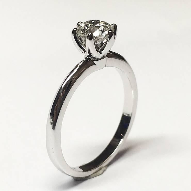 Solitario in oro bianco e diamanti 0.77 ct – Colore G