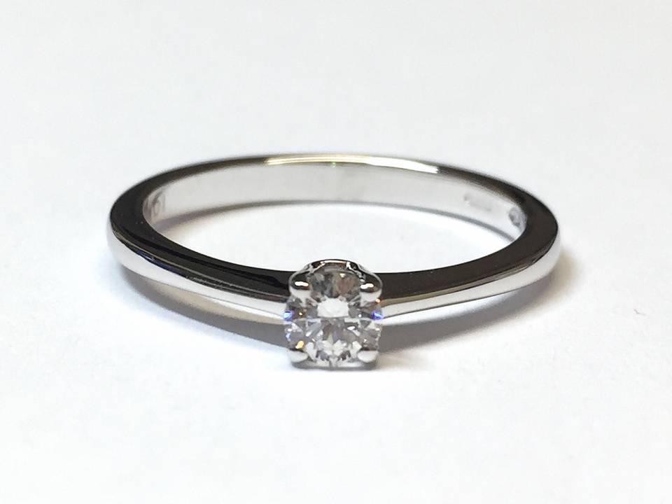Solitario in oro bianco e diamanti 0.21 ct – Colore D – VS1