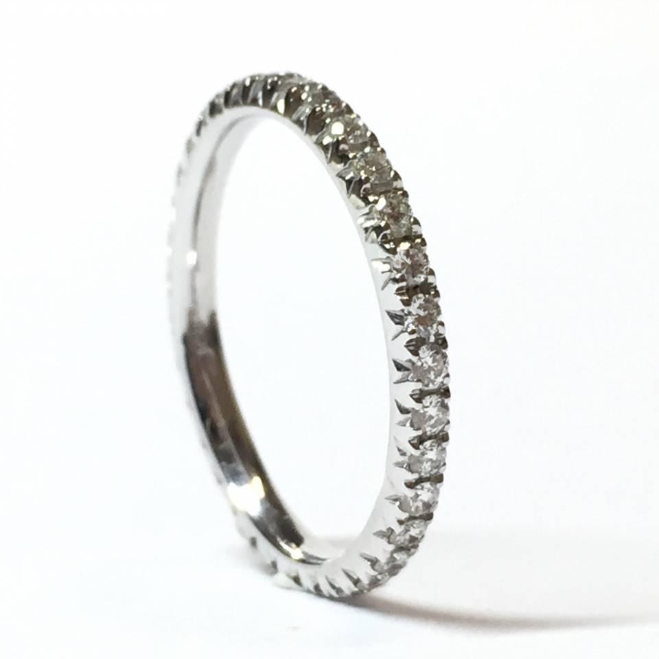 Veretta girodito in oro bianco 18 kt e diamanti 0.40 ct – Colore E