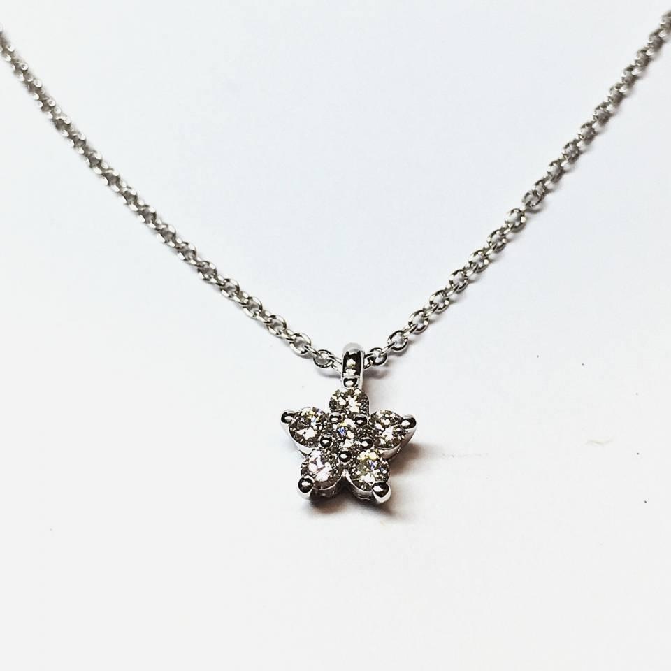 Collana in oro bianco con pendente stella 0.17 ct – colore E
