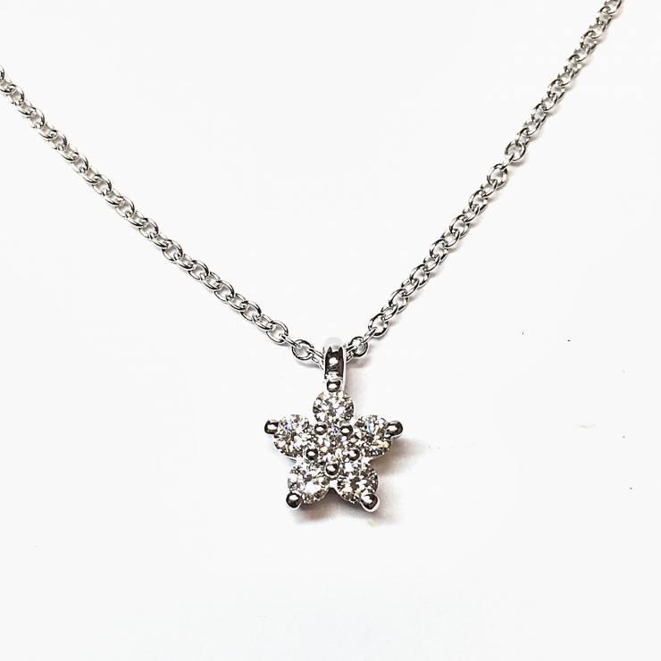 Collana in oro bianco con pendente stella 0.23 ct – colore E