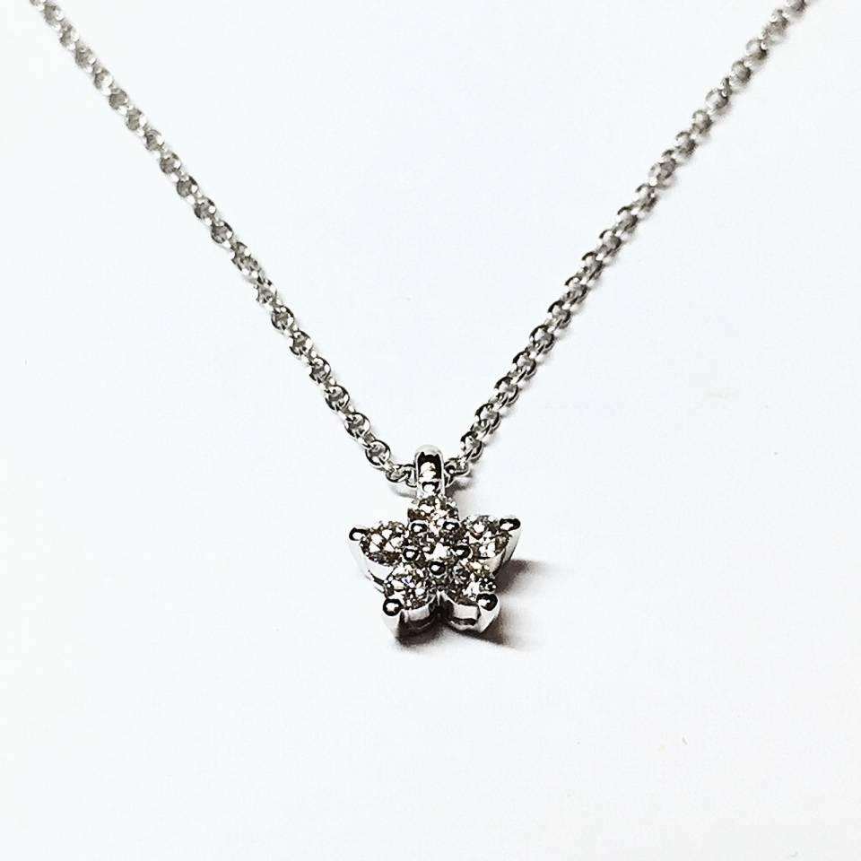 Collana in oro bianco con pendente stella 0.35 ct – colore E