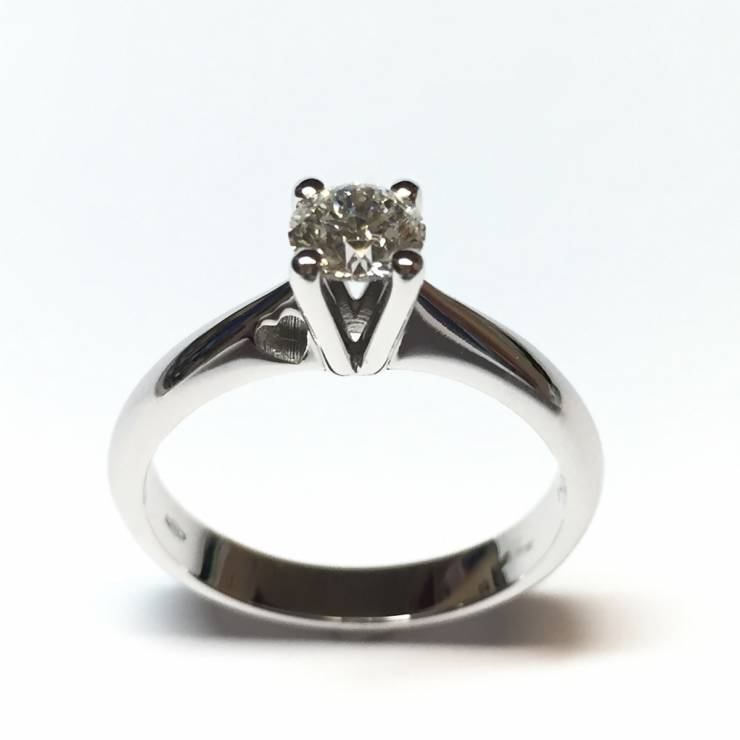 Solitario in oro bianco e diamanti 0.55 ct – Colore E – Triple Excellent, HEARTS&ARROWS