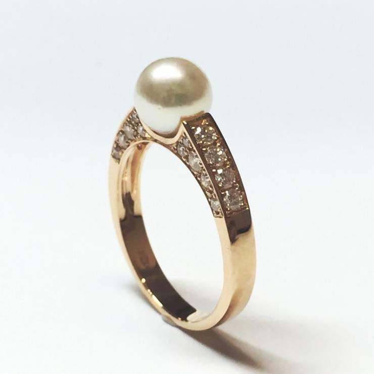 Anello oro rosa 18 kt con perla Akoya e diamanti 0.46 ct – colore E