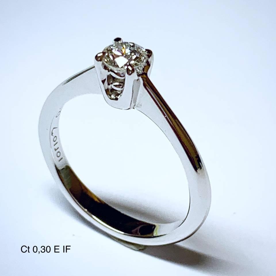 Solitario in oro bianco e diamanti 0.30 ct – Colore E Puro