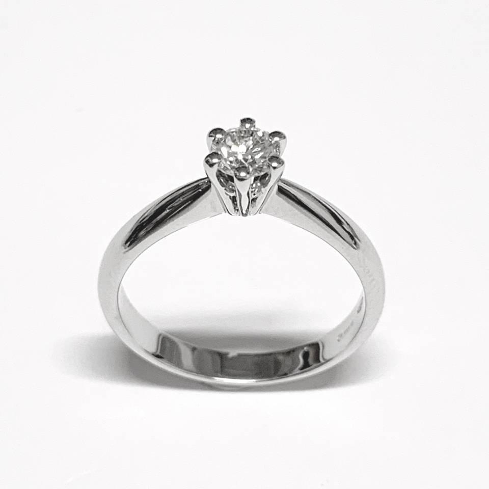 Solitario in oro bianco e diamanti 0.33 ct – Colore I VS1